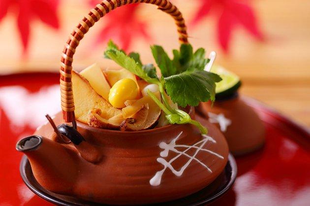 秋のランチは「松茸入り土瓶蒸し」付き!!